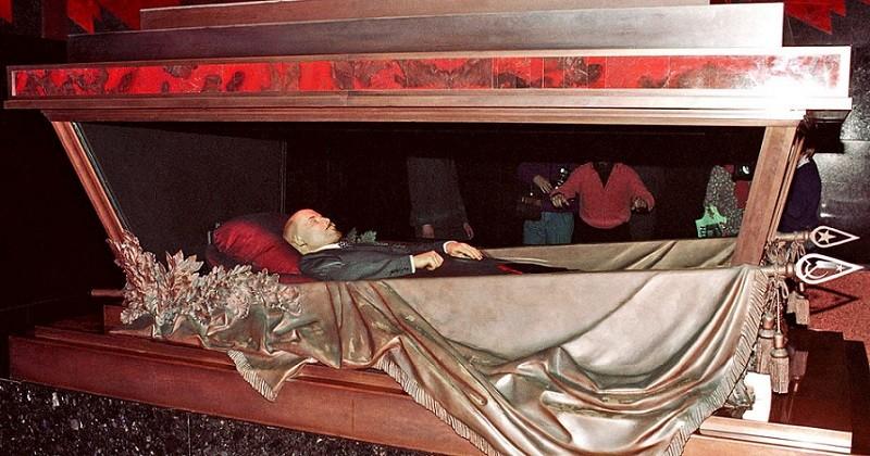 кто лежит в мавзолее