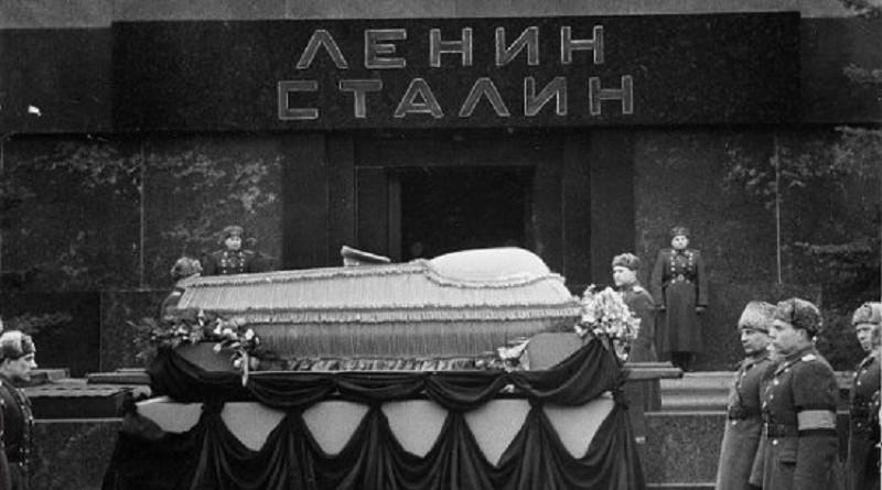 Почему тело Сталина выносили из мавзолея на Хэллоуин