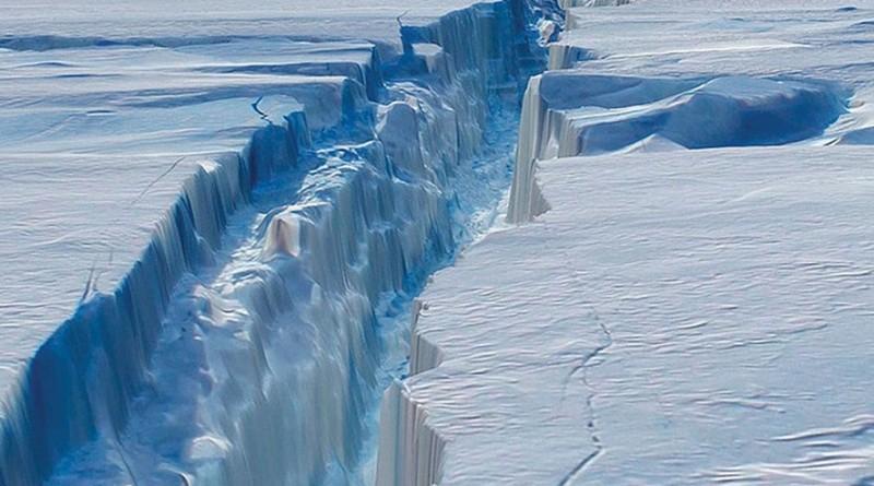 Угроза планетарной катастрофы - гигантский айсберг надвигается на континент