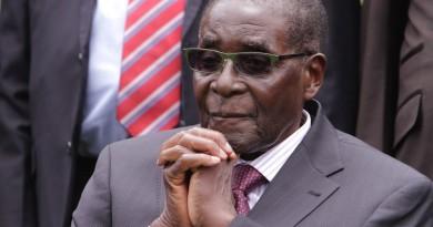 Военный переворот в Зимбабве — 93-х летний президент Роберт Мугабе отстранен от власти