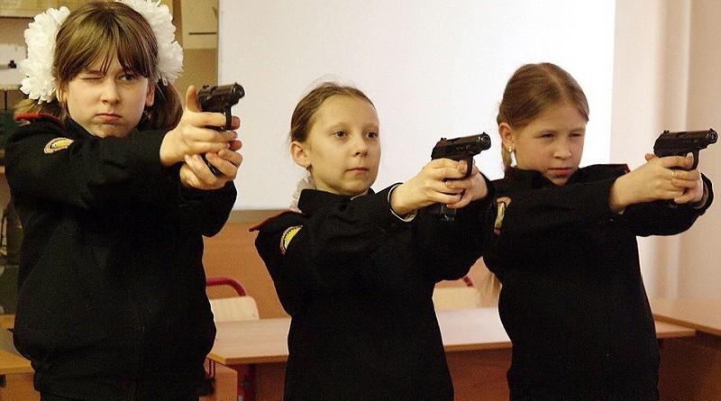 Западные СМИ бьют тревогу. Путин и Шойгу создают огромную молодежную армию