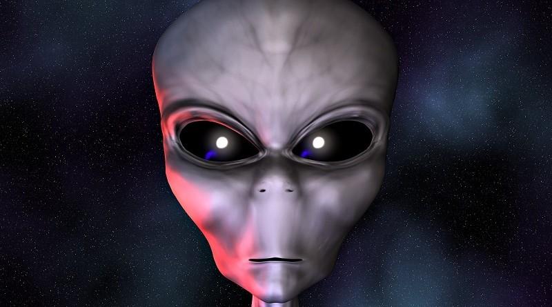 Людям вшивают инопланетные имплантаты. Американский врач рассказал миру правду