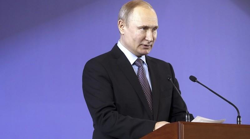 Сколько ещё продержится культ личности Путина в России