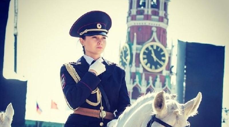 Сотрудница российской конной полиции стала мега популярной у японцев (5 фото)