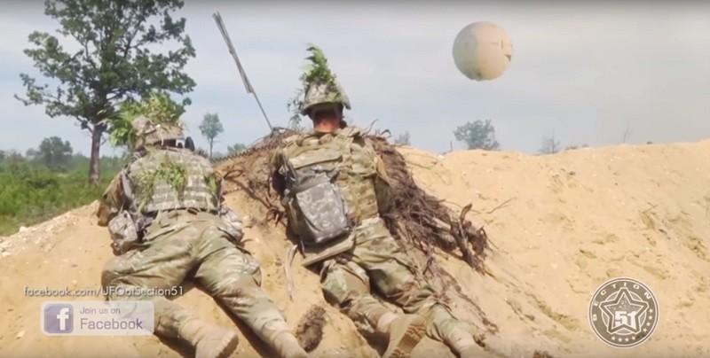 В Германии на военных учениях обнаружен шар пришельцев. А может это Путин ведет разведку?
