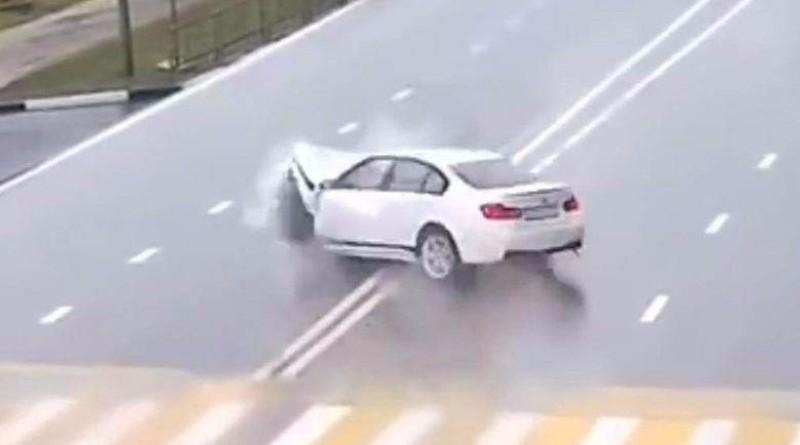 Автомобили массово врезаются в невидимые преграды - происходит что-то очень странное