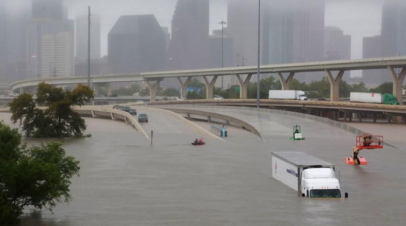 """В США считают, что ураганы """"Харви"""" и """"Ирма"""" это российское климатическое оружие"""