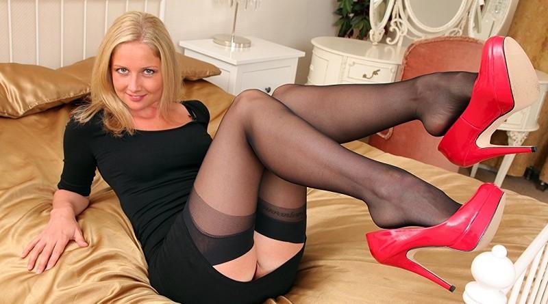Горячая блондинка Charlotte Pike массово публикует откровенные снимки (30 фото)