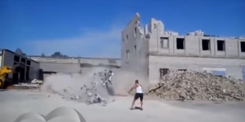 В России автор видео погиб в прямом эфире ужасающей смертью (18+)