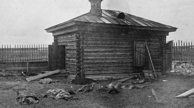 Убийство царской семьи нелюдями. В Сети появились снимки изувеченных тел брошенные в шахту (18+)