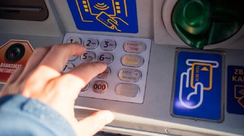 Как в России снять наличные без банковской карты