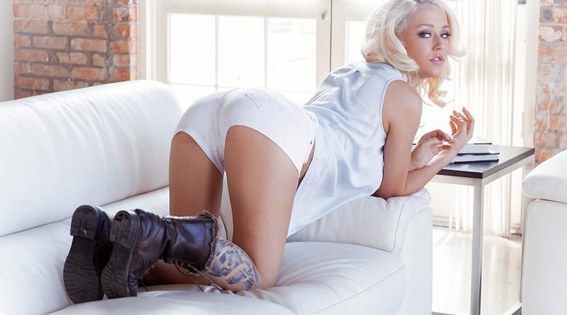 Роскошная блондинка Сабрина Николь показала полностью голое тело (41 фото)