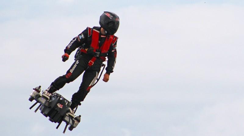 Француз Ф. Сапата пересек Ла-Манш на летающей доске