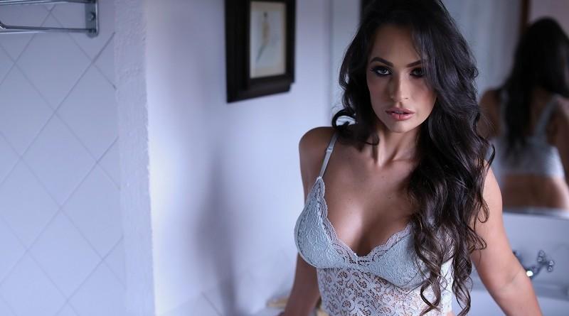 Красотка Анастасия Харрис оголилась в собственных апартаментах (42 фото)