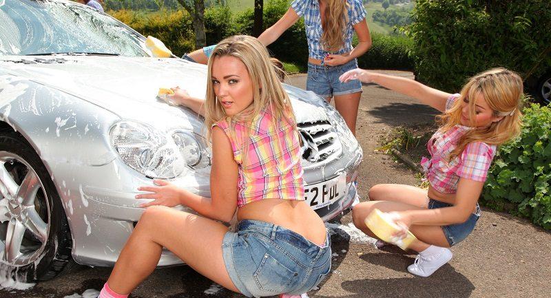 АППЕТИТНЫЕ модели помыли автомобиль, после чего массово ОГОЛИЛИ груди (84 фото)