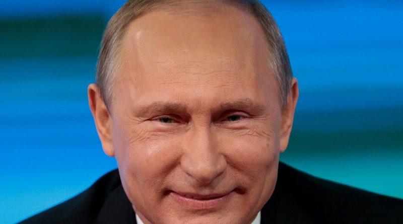 Пришельцы следят за Путиным? 2 странных фото