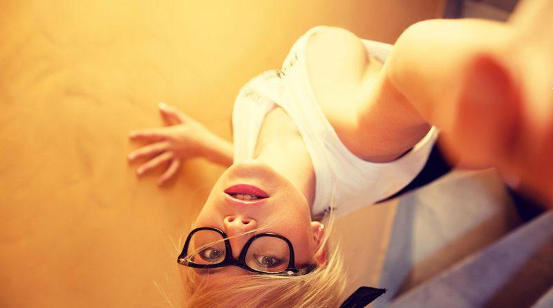 Модель Playboy Макарена Лемос продемонстрировала селфи ГОЛОГО характера (20 фото)