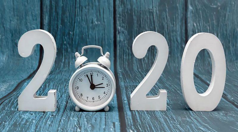 Украинские журналистки презентовали календарь на 2020 год с обнаженными ягодицами (12 фото)