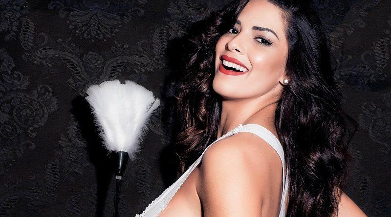 Модель Playboy Нуэлле Алвес показала, как проводит уборку ГОЛЫШОМ (26 фото)