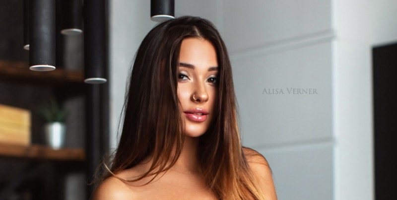 Кристина Щербинина продемонстрировала общественности свои объёмистые груди (10 фото)
