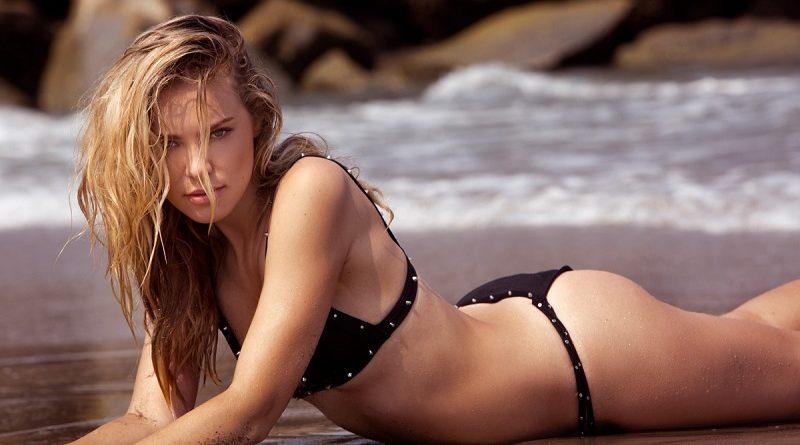 Красотка Кристи Гаретт умело позирует в голом виде (32 фото)