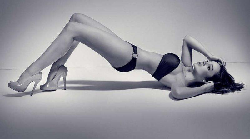 Сильвия Новак порадовала читателей Playboy голыми формами своего тела (15 фото)