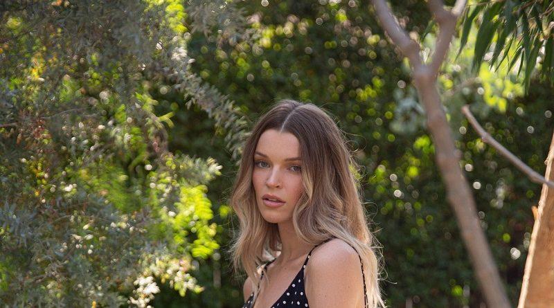 Брук Лоррейн разделась для Playboy во дворе своего дома (27 фото)