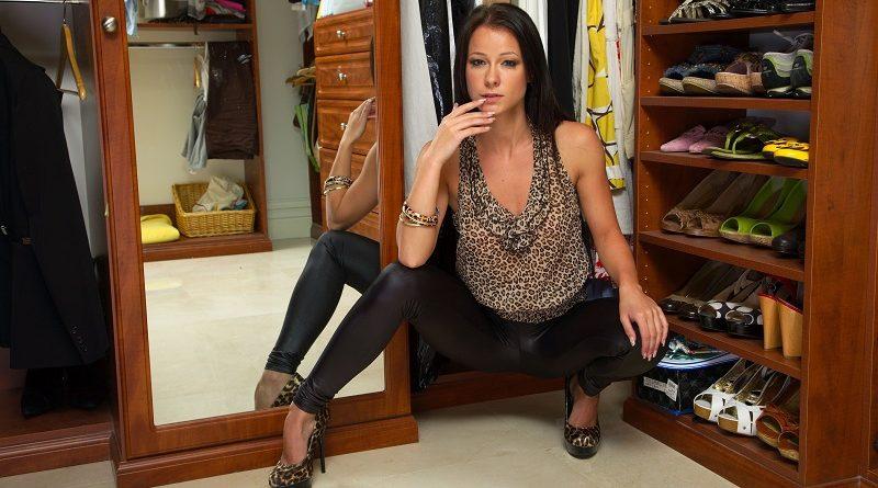 Мелисса Мендини устроила эротическую примерку одежды с элементами раздевания (79 фото)