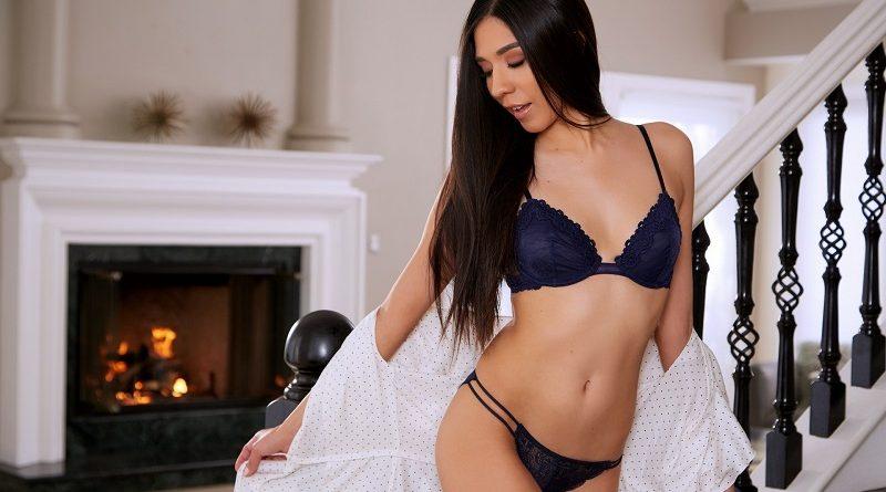 Виктория Антойнет отметилась для Playboy элитным нижним бельём и голыми параметрами (28 фото)