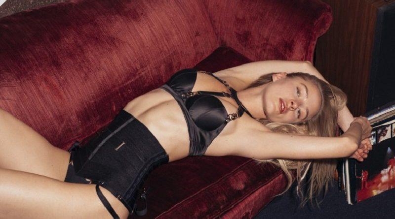 Дарья Савишкина разделась для Playboy в ретро обстановке (21 фото)
