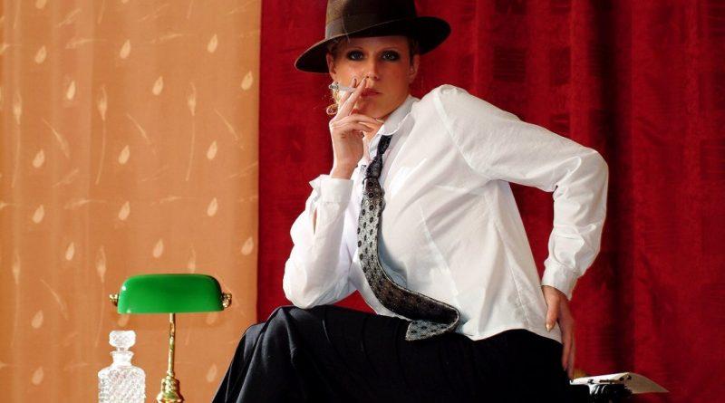 Зузанна Драбинова появилась в шляпе и с сигаретой (73 фото)
