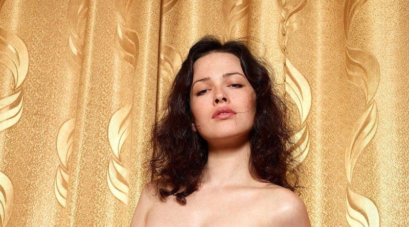 Даша Астафьева проверила на прочность прозрачный корсет (80 фото)