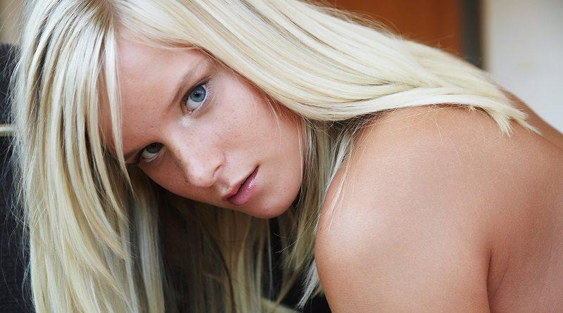 Миела Квин опубликовала снимки личного характера (26 фото)