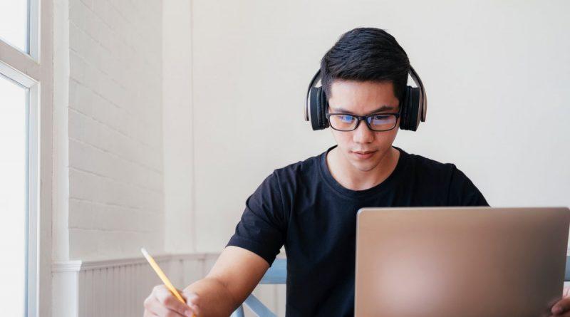 Насколько полезны онлайн курсы и где купить контент для обучения