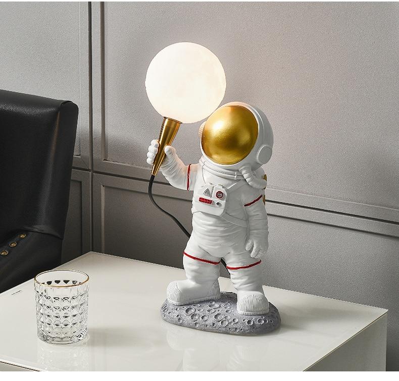 Креативная ночная настольная лампа Spaceman появилась на Алиэкспресс